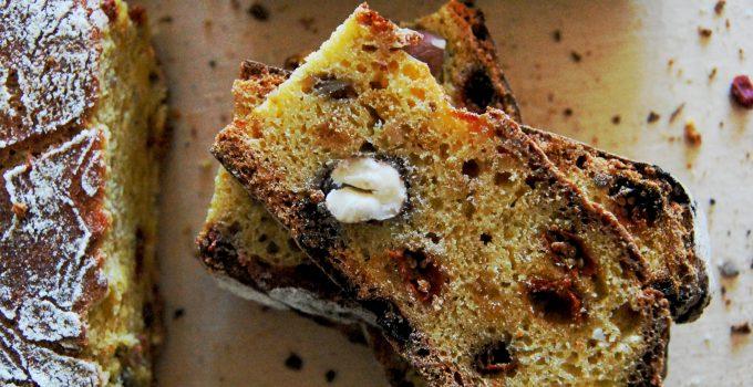 Pane semi dolce ai ceci con goji e nocciole