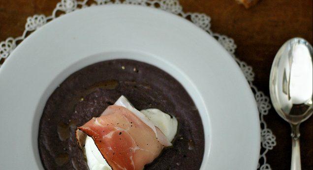 crema di radicchio e cavolo viola con nodino di mozzarella e speck